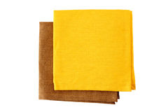 Δύο ζωηρόχρωμες πετσέτες, κίτρινος και καφετής, στο λευκό Στοκ εικόνες με δικαίωμα ελεύθερης χρήσης