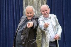 Δύο ηληκιωμένοι που δίνουν μια ζωηρή σκηνική απόδοση Στοκ φωτογραφία με δικαίωμα ελεύθερης χρήσης