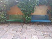 δύο θέσεις στα πράσινα πλαίσια λουλουδιών Στοκ Φωτογραφίες