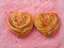 Δύο διαμορφωμένα καρδιά κουλούρια Στοκ εικόνες με δικαίωμα ελεύθερης χρήσης