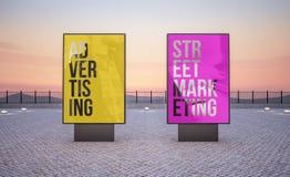 δύο κάθετοι πίνακες διαφημίσεων στοκ φωτογραφία με δικαίωμα ελεύθερης χρήσης