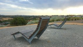 Δύο καρέκλες με μια άποψη Στοκ Εικόνες
