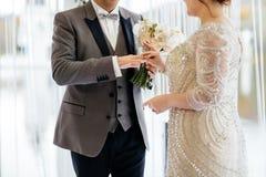 Δύο καρδιές εραστών στη γαμήλια τελετή στοκ φωτογραφία με δικαίωμα ελεύθερης χρήσης