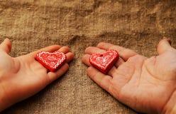 Δύο καρδιές στους φοίνικες Στοκ Εικόνες