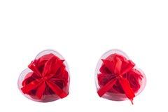Δύο καρδιές των κόκκινων τριαντάφυλλων με τα τόξα Στοκ Εικόνα