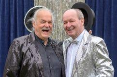 Δύο καλοί φίλοι που αποδίδουν μαζί στη σκηνή Στοκ Εικόνες