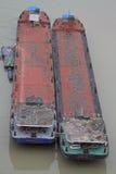 Δύο κενά σκάφη εμπορευματοκιβωτίων στον ποταμό Yangtze σε Chongqing Στοκ Φωτογραφία
