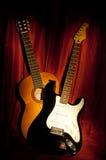 Δύο κιθάρες στοκ εικόνες