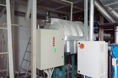 Δύο κλειστοί θαλαμίσκοι ελέγχου συστημάτων εξαερισμού στο βιομηχανικό δωμάτιο εξαερισμού Στοκ Φωτογραφίες