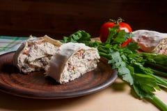 Δύο κομμάτια του ψωμιού ή lavash του ρόλου pita με το τυρί εξοχικών σπιτιών ή το γ Στοκ Εικόνα