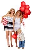 Δύο κορίτσια και ένα μικρό παιδί με τα μπαλόνια. Στοκ Εικόνες