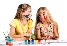 Δύο κορίτσια που χρωματίζονται Στοκ Εικόνα