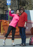 Δύο κορεατικές γυναίκες που χαμογελούν για τη κάμερα Στοκ Φωτογραφία