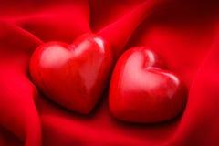 Δύο κόκκινες καρδιές στοκ φωτογραφίες
