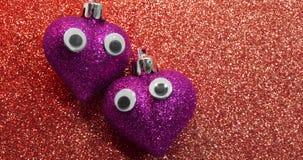 Δύο κόκκινες καρδιές με τα μάτια στο κόκκινο υπόβαθρο Στοκ φωτογραφία με δικαίωμα ελεύθερης χρήσης