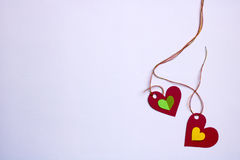 Δύο κόκκινες συνδεδεμένες καρδιές και μικρό εσωτερικό μια άλλες δύο Στοκ φωτογραφία με δικαίωμα ελεύθερης χρήσης