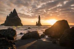 Δύο μεγάλοι οβελίσκοι βράχου στην Ισλανδία Στοκ Εικόνα