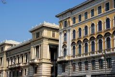 Δύο μεγάλα και ιστορικά παλάτια της Τεργέστης σε Friuli Venezia Giulia (Ιταλία) Στοκ εικόνα με δικαίωμα ελεύθερης χρήσης