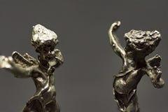 Δύο μεταλλικοί άγγελοι χορού, χορός με τους στοκ φωτογραφίες