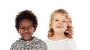 Δύο μικρά παιδιά που καλύπτουν τα στόματά τους στοκ εικόνες με δικαίωμα ελεύθερης χρήσης