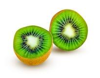 Δύο μισά των φρούτων ακτινίδιων που απομονώνονται σε ένα λευκό Στοκ Φωτογραφία