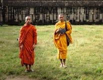 Δύο μοναχοί σε Angkor Wat Στοκ Εικόνες
