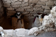 Δύο μούμιες στο νεκροταφείο Chauchilla στοκ εικόνα