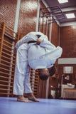 Δύο νέα αρσενικά που ασκούν το τζούντο από κοινού Στοκ φωτογραφίες με δικαίωμα ελεύθερης χρήσης