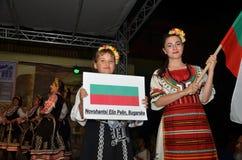 Δύο νέα κορίτσια στα παραδοσιακά κοστούμια Στοκ φωτογραφίες με δικαίωμα ελεύθερης χρήσης