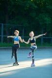 Δύο νέα κορίτσια στον αθλητισμό Στοκ Εικόνες