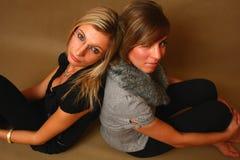 δύο νεολαίες γυναικών Στοκ Φωτογραφία
