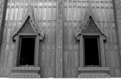 Δύο παράθυρα του παρεκκλησιού Στοκ φωτογραφία με δικαίωμα ελεύθερης χρήσης