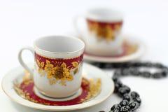 Δύο παραδοσιακά αραβικά φλυτζάνια καφέ Στοκ εικόνες με δικαίωμα ελεύθερης χρήσης