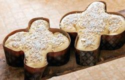 Δύο παραδοσιακά ιταλικά κέικ colomba Πάσχας Στοκ Εικόνες