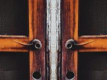 Δύο παλαιές καφετιές ξύλινες πόρτες Στοκ Φωτογραφία