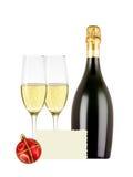 Δύο ποτήρια της σαμπάνιας, του μπουκαλιού, της ευχετήριας κάρτας και του κόκκινου christma Στοκ Εικόνα