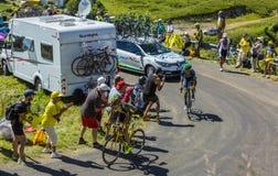 Δύο ποδηλάτες σε μεγάλο Colombier - γύρος de Γαλλία 2016 Στοκ φωτογραφίες με δικαίωμα ελεύθερης χρήσης