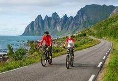 Δύο ποδηλάτες χαλαρώνουν Στοκ φωτογραφία με δικαίωμα ελεύθερης χρήσης