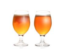 Δύο πλήρη γυαλιά μπύρας Στοκ φωτογραφία με δικαίωμα ελεύθερης χρήσης