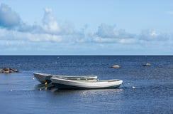 Δύο πλαστικά και λαστιχένιες βάρκες ένα Στοκ φωτογραφίες με δικαίωμα ελεύθερης χρήσης