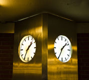 Δύο ρολόγια στοκ εικόνες