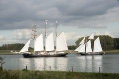 Δύο σκάφη κατά τη διάρκεια της φυλής των κλασικών Στοκ Εικόνα