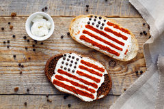 Δύο σπιτικά σάντουιτς με την εικόνα της αμερικανικής σημαίας Στοκ Φωτογραφία