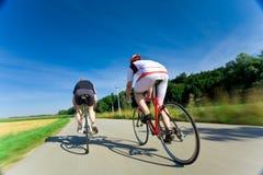 Δύο συναγωνιμένος ποδηλάτες Στοκ Εικόνα