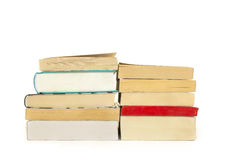 Δύο σωροί των βιβλίων, που απομονώνονται πέρα από το άσπρο υπόβαθρο Στοκ Φωτογραφία
