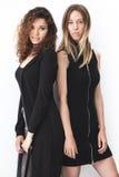 Δύο σύγχρονα κορίτσια μόδας Στοκ Εικόνες