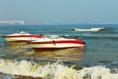 Δύο ταχυτήτων βάρκες Στοκ Φωτογραφία