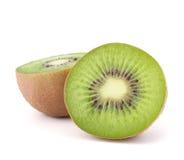 Δύο τεμαχισμένα φρούτα μισά ακτινίδιων Στοκ Εικόνες