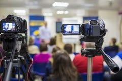 Δύο τηλεοπτικό Camcoders που πυροβολείται κατά τη διάρκεια μιας διάσκεψης Στοκ εικόνα με δικαίωμα ελεύθερης χρήσης