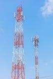 Δύο τηλεφωνικοί πύργοι κυττάρων Στοκ εικόνα με δικαίωμα ελεύθερης χρήσης